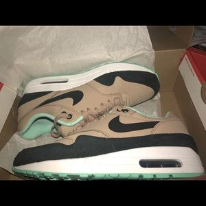 Air Max 1 Desert Black Green Glow